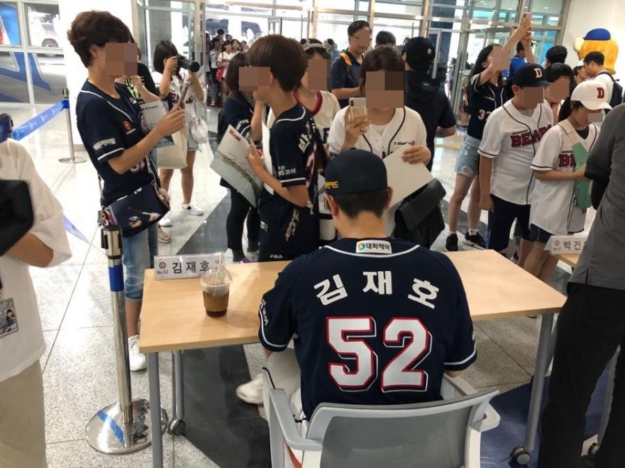 "SPOTVNEWS:""과분한 사랑 받았다"" 팬들 향한 감사 잊지 않은 두산"