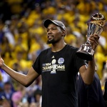 [NBA GSW 우승] '4쿼터 승부사' 듀란트, 파이널 무대 최고의 선수(영상)