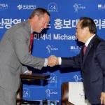 LPGA투어 커미셔너 마이크 완, 부산광역시 골프 홍보대사로 위촉
