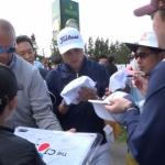 [THE CJ CUP 영상] 사인 100개도 거뜬…PGA 투어 스타의 '특급' 팬서비스