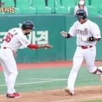 [SPO 인천] 'SK맨' 이흥련, 추격포+쐐기타 활약… 화려한 신고식