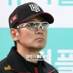 "[SPO 잠실] 이강철 감독의 쓴웃음 ""LG전 잘 안 풀리네요"""