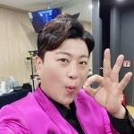 '13kg 감량' 김호중, 다이어트하더니 보라색 슈트를 소화해버리네