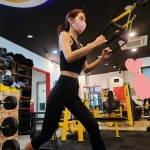 '39kg 인증' 조민아, 말라도 건강한 몸매…부친상 아픔 딛고 운동